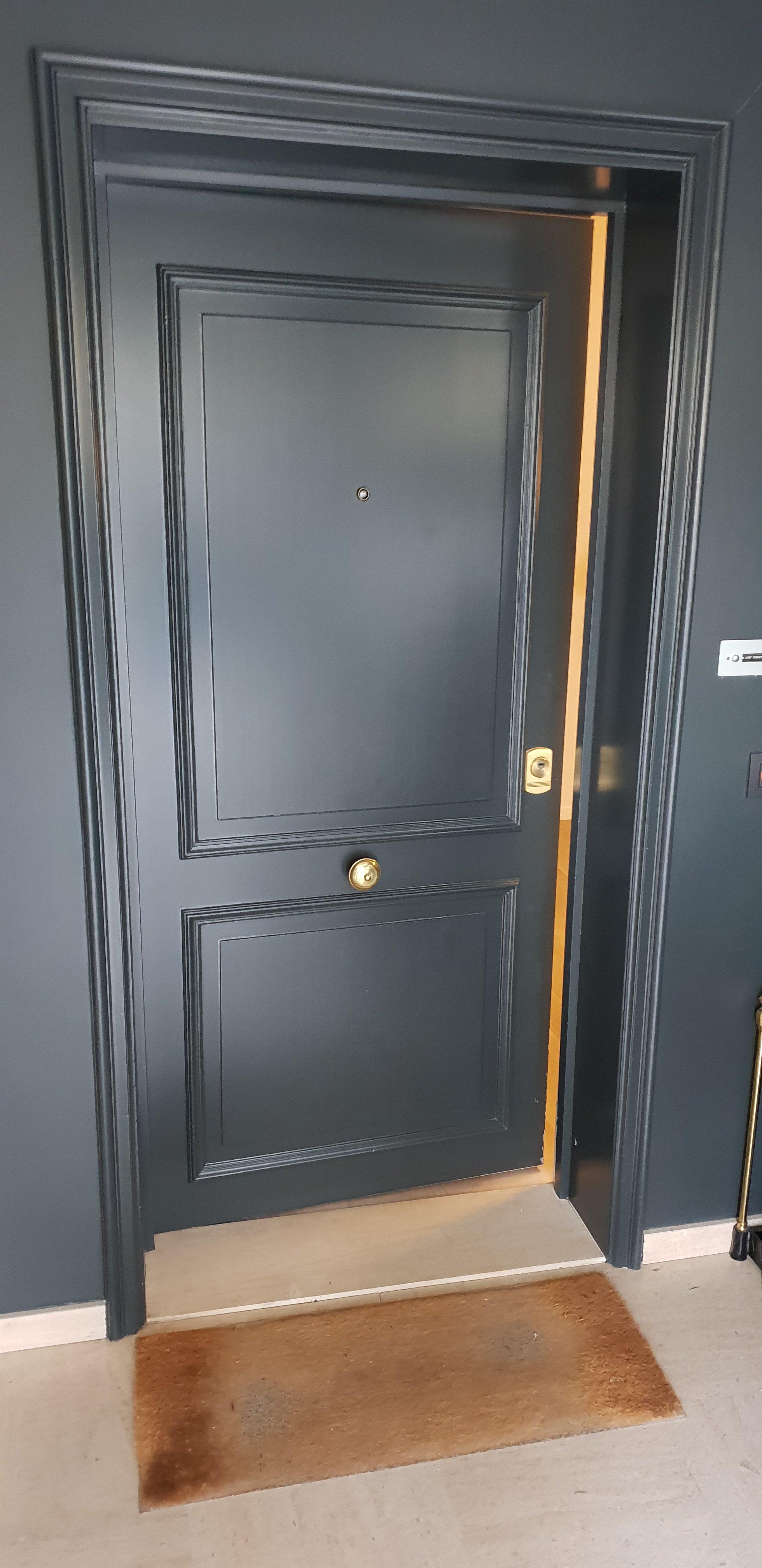 Porte moulurée bois
